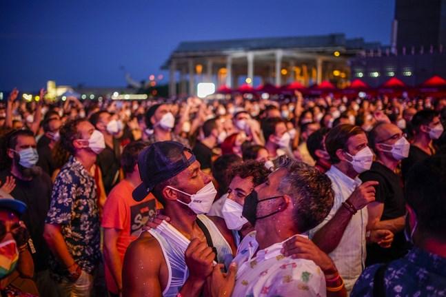 En sista dans. Barcelonabor tar sig en svängom under festivalen Cruïlla på fredagen.