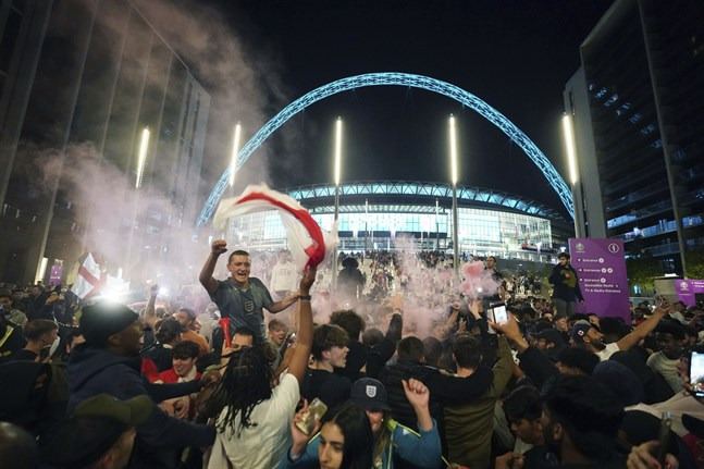 Firande vid Wembley efter segern i semifinalen mot Danmark. Arkivbild.