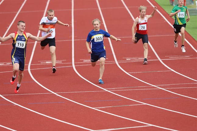 IF Ålands Viggo Clemes (110) tog hem guldet på 15-åringarnas 100 meter. Axel Nisula, Malax IF (305), var tvåa.