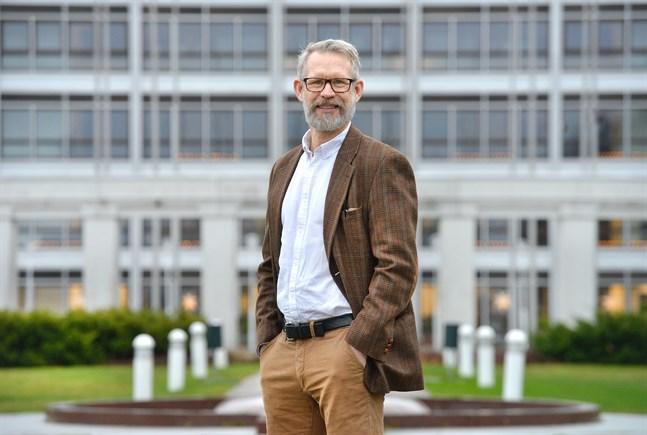 Knut Lönnroth, landskapsläkare på Åland, tycker att inreserestriktionerna från social- och hälsoministeriet är oproportionerliga och skadliga.