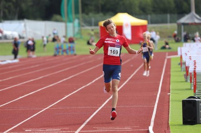 Casper Holm, IF Fyren, var överlägsen på 800 meter i 15-årsklassen och fick två SFI-guld med sig hem från mästerskapen. Guld blev det också på 2000 meter.