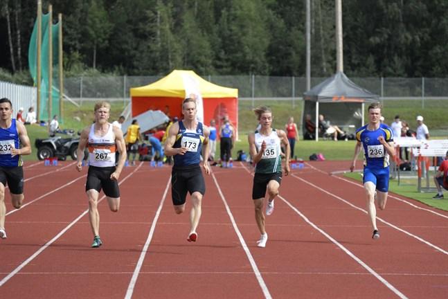 Aleksi Ala-Prinkkilä, Kraft (173), tog en övertygande seger i sitt försöksheat på 100 meter.