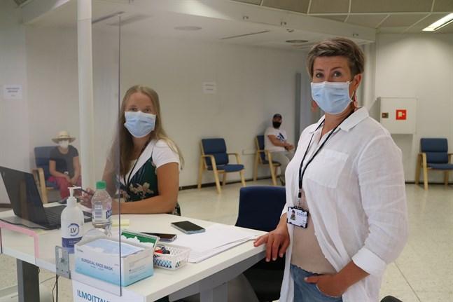 Till höger Petra Koski, ansvarig sjuksköterska.