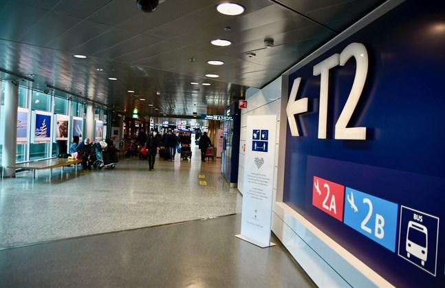 Både på flygplatser och i hamnarna kommer resenärer att mötas av myndigheter som kontrollerar intygen.