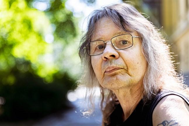 Henrik Jansson har varit författare i fyrtio år. Skrivandet tänker han inte lämna i första taget.