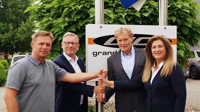Duells vd Jarkko Ämmälä och Export manager Erwin Van Hoof. Till höger IGM Trading BV:s och Grand Canyon GMBH:s förra ägare Ingrid Gaalman-Wegehorst.