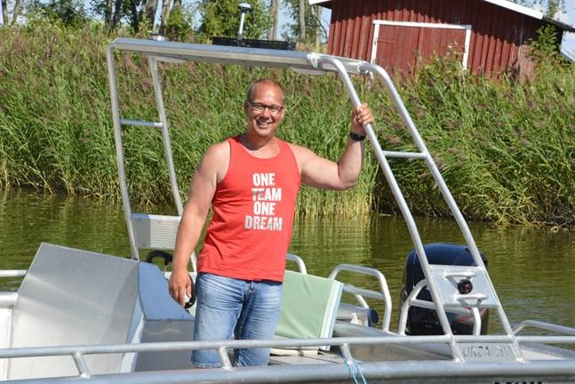 För inte så länge sen åkte Mattias Rönn, från Gottböle, till Åland med sin mamma Elisabeth Rönn i båten Orca 700 som han byggt själv.