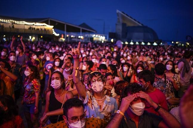 """Experter beskyller så kallade """"superspridarevenemang"""", så som stora fester och festivaler, för att vara en del av den ökade smittspridningen. På bilden musikfestivalen Cruïlla i Barcelona i helgen."""
