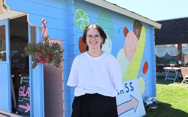 Elsa Björkholm tycker att jobbet som 4H-företagare är lärorikt och roligt.