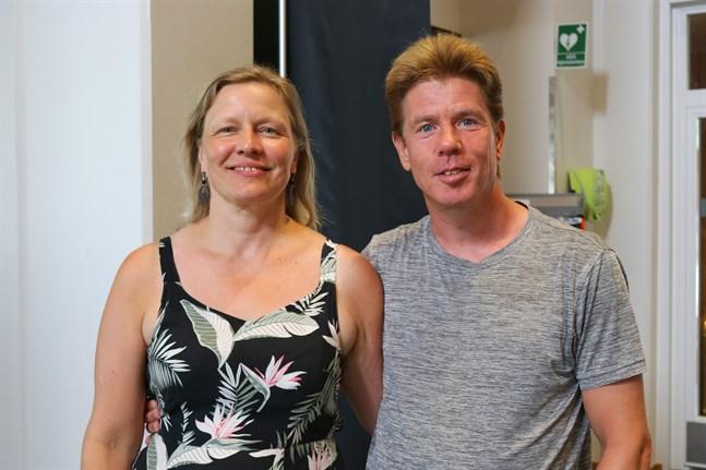 Maria Kangasluoma och Johan Ekroth från Helsingfors är på besök i Närpes för första gången. De kan gärna tänka sig att resa mera i Finland i framtiden.