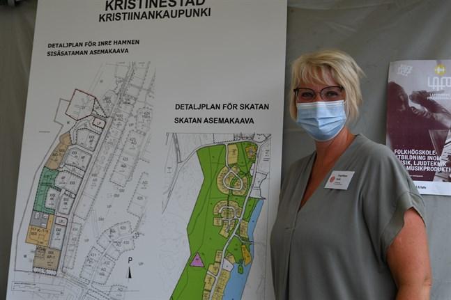 Kristinestads näringslivscentrals vd Angelique Irjala intygar att greppet att marknadsföra nya bostadsområden på marknaden rönt stort intresse bland besökarna.
