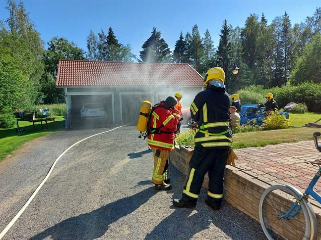 Räddningsverket åkte ut till Harabackavägen på fredagseftermiddagen. Där hade en gassvets fattat eld.