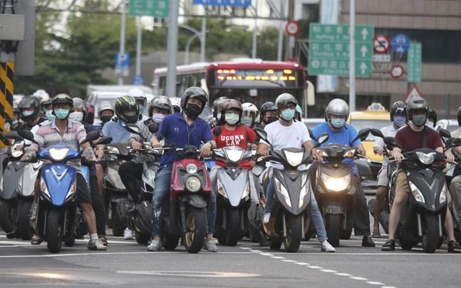 Trafikanter med munskydd i Taiwan tidigare i veckan.
