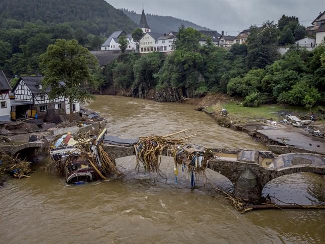 En skadad bro vid floden Ahr i Ahrweiler i Tyskland.