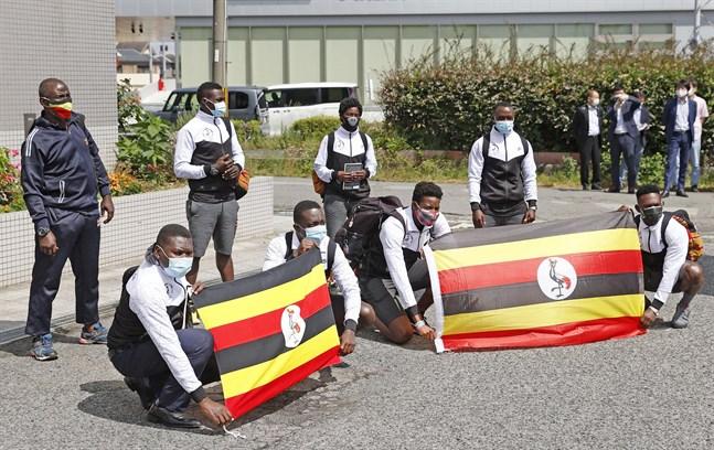 Ugandas OS-trupp vid ankomsten till Japan. Arkivbild.