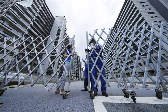 Avspärrade vägar in till OS-byn i Tokyo.