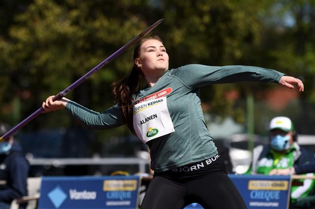 Anni-Linnea Alanen tävlar i Finlands färger den här helgen under U20-EM som avgörs i Tallinn.