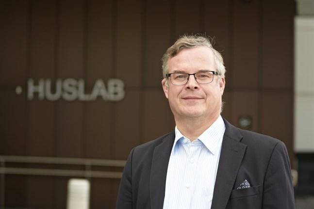 Lasse Lehtonen, direktör för diagnostik vid Helsingfors och Nylands sjukvårdsdistrikt, säger att det just nu är svårt att ordna evenemang som Hangöregattan utan att sätta i gång en smittspridning. Arkivbild.