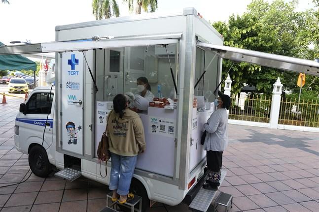 En mobil station för coronatester i Bangkok. Arkivbild.