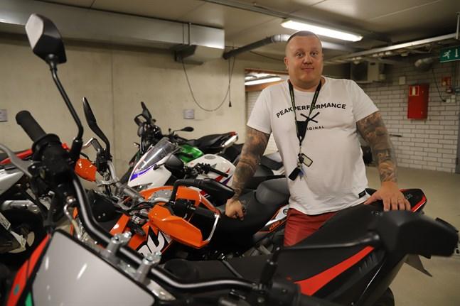 Christian Granholm har kört motorcykel i 26 år. Det är en givande hobby men man ska ha respekt för fordonet.