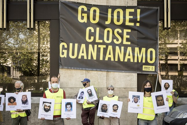En belgisk demonstration i juni 2021 för nedstängningen av Guantánamolägret på Kuba. Arkivbild.