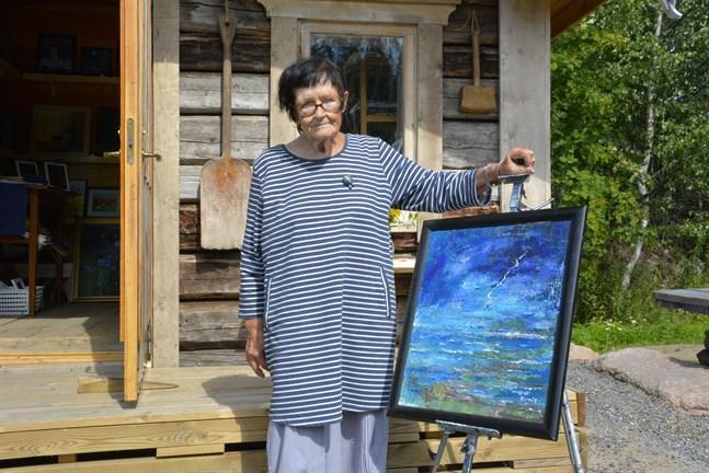 En av Berit Lillås personliga favoriter i galleriet för tillfället är den här tavlan som föreställer ett åskoväder som drar in över havet.
