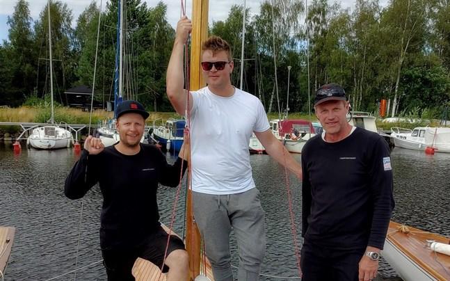 Guldbesättningen från vänster: Thomas Wevar, Fabian Björndahl och Petro Pälviranta.