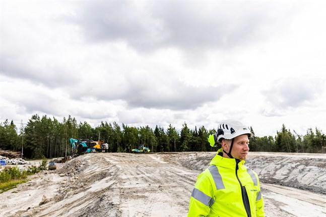 Leander Sundström är arbetsledare på depåbygget vid Alskatvägen.