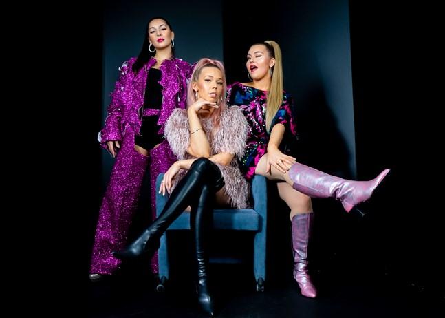 Heroines består av Rafaela Truda, Ilona Savolainen och Stella Löflund.
