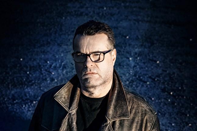 Mikael Crawford har bland annat jobbat som korrespondent för Yle i Washington DC och chefar numera på Yle Östnyland.