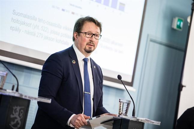 Institutet för hälsa och välfärds direktör Mika Salminen hade hoppats på en högre vaccintäckning innan ökningen av coronafallen tog fart. Arkivbild.