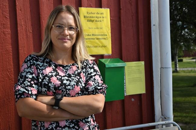 Töjbyborna har länge försökt få Blaxnäsvägen åtgärdad. Försöket med en namninsamling är bara ett i raden. Victoria Vikstrand står bakom initiativet.