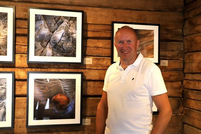 För fjärde gången har Jens Lax en egen utställning. Denna gång heter den ''Natureland''.