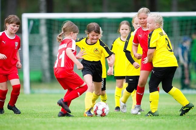 Myrans 2012-födda flickor drabbade samman med ONS från Uleåborg.