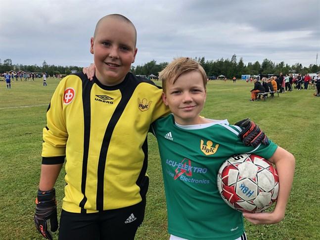 Födelsedagsbarnet Casper Snåre (t.h.) tillsammans med lagets målvakt Hugo Granqvist.