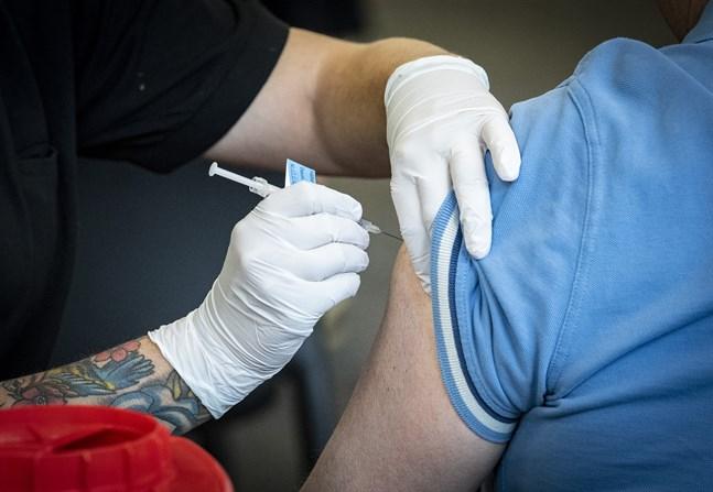 Två doser av Pfizer-Biontechs vaccin skyddar till 88 procent mot symtom om man smittas av deltavarianten, visar en brittisk studie. Arkivbild.