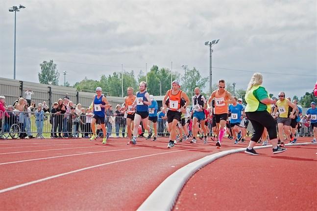 Det var aningen blåsigt men annars bra löparväder i årets Jakob marathon.