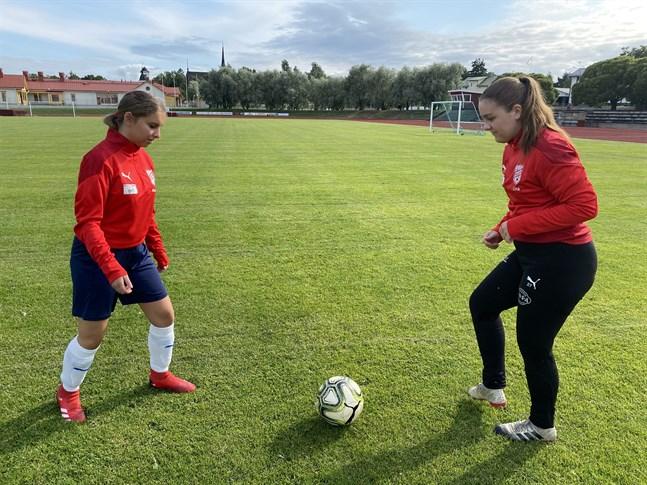 Anabel Roopalu, till vänster, och Lina Thijssen hör till de yngre spelarna i Sportings damlag.