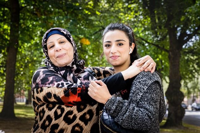Mona och Tabarak är glada över att få stanna i Finland – ett beslut som de väntat på i sex år.