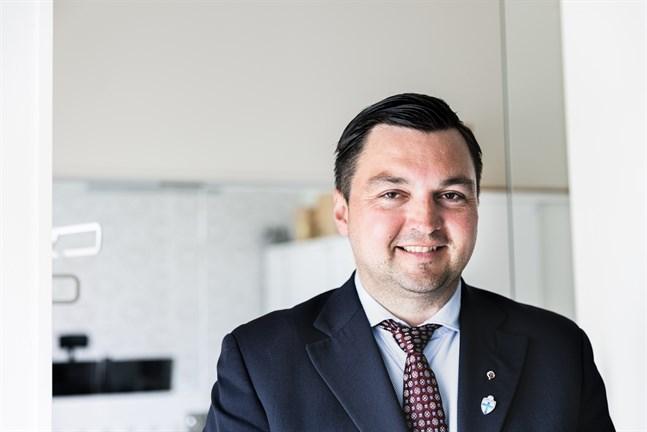 Joakim Strand (SFP) säger att kostnaderna för att bygga visserligen överlag stigit, men att inget blir bättre av att vänta.