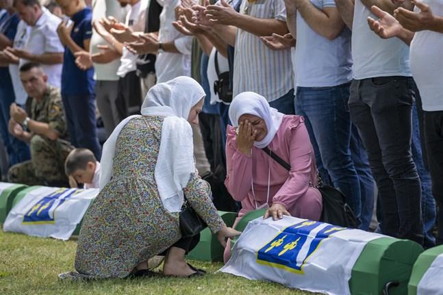 Tidigare i somras begravdes 19 nyligen identifierade offer från massakern i Srebenica 1995.