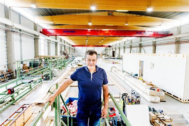 I fabriken i Kaitsor har Göran Heikius och de andra fullt upp. Samtidigt frågar branschen sig hur stora prisökningar kunderna klarar.