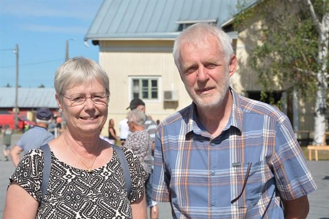 Christina och Jonas Kvarnemo passade på att besöka Övermarkdagarna under sin vistelse i Övermark.