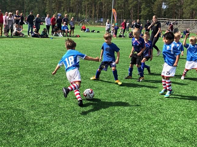Mini-cupen bjöd på underhållande fotboll på lördagen.