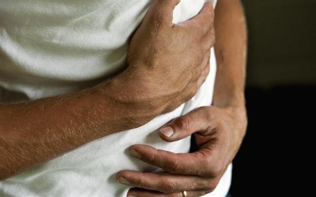 Ont i magen, illamående och diarré är de vanligaste symtomen på matförgiftning.