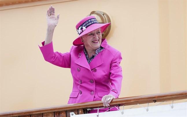 Drottning Margrethe ombord på Dannebrog. Bild från i juni, före haveriet.