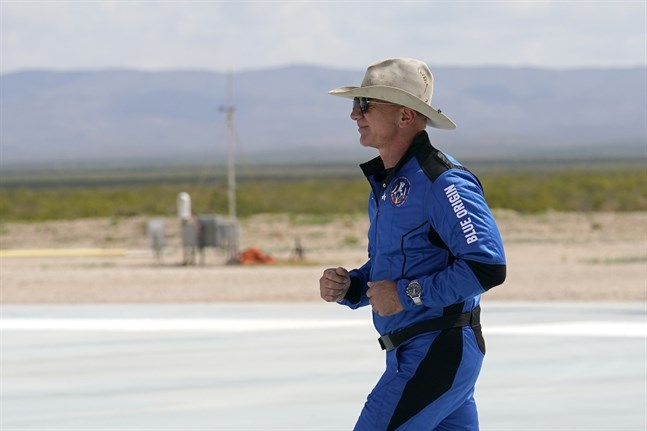 Jeff Bezos – rymdfarare men inte astronaut.