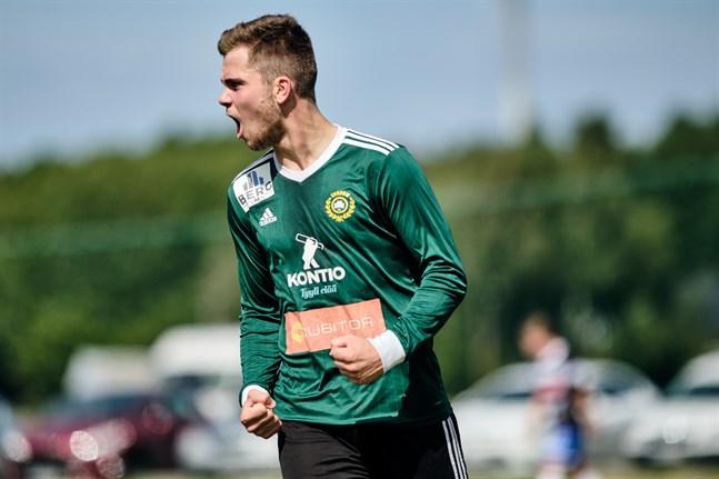 Alexander Kronholm blev matchhjälte mot Virkiä på tisdagskvällen då han gjorde två av Sundom IF:s tre mål.