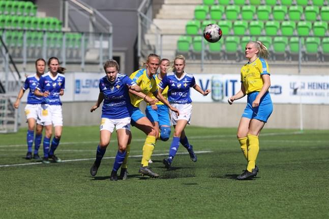 Vasa IFK hade de vassare målchanserna mot Kraft och höll undan trots Närpeslagets kvittering efter 70 minuters spel.