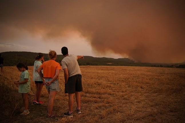 Bränderna i Katalonien sprider stickande rök över stora områden norr om Tarragona och väster om Barcelona. Bild från i söndags.